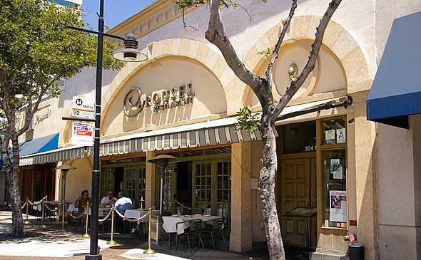 Glendale-CA-Brand-Blvd-Carousel-Restaurant-590x394