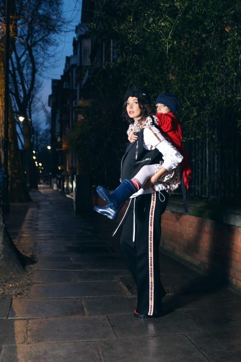 На Ольге: брюки, блузка, aутболка MIU MIU, жилетка BALENCIAGA, босоножки, головной убор PRADA На Соне: платье BABY DIOR, кофта MIU MIU, сапоги MIKI HOUSE, шапка свуалью CELINE Локация: Battersea Bridge