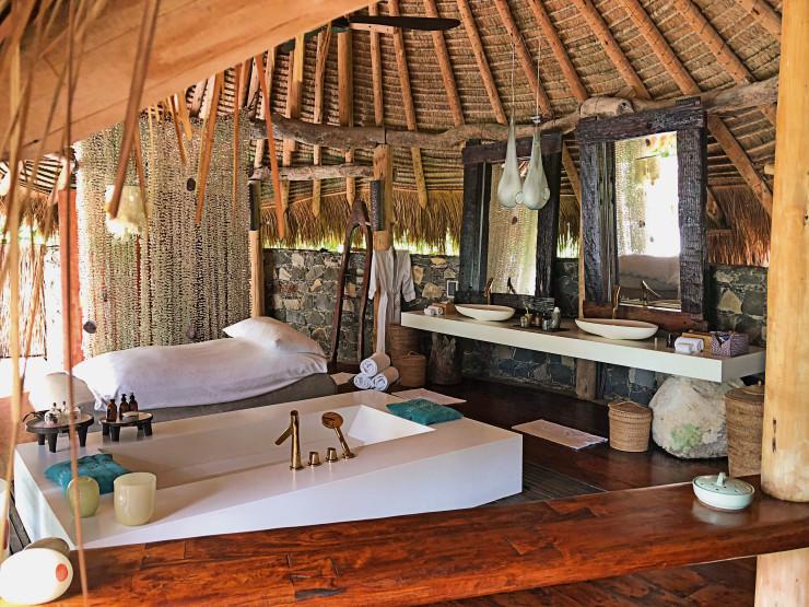 Ванная комната с видом на океан