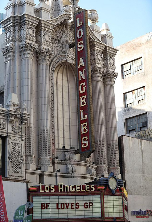 4B2BF40200000578-5617699-Venue_The_couple_hired_out_the_historic_Los_Angeles_Theater_for_-a-11_1523789371927