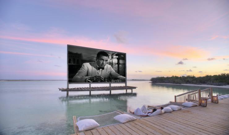 Кинотеатр на берегу океана в отеле Soneva Jani
