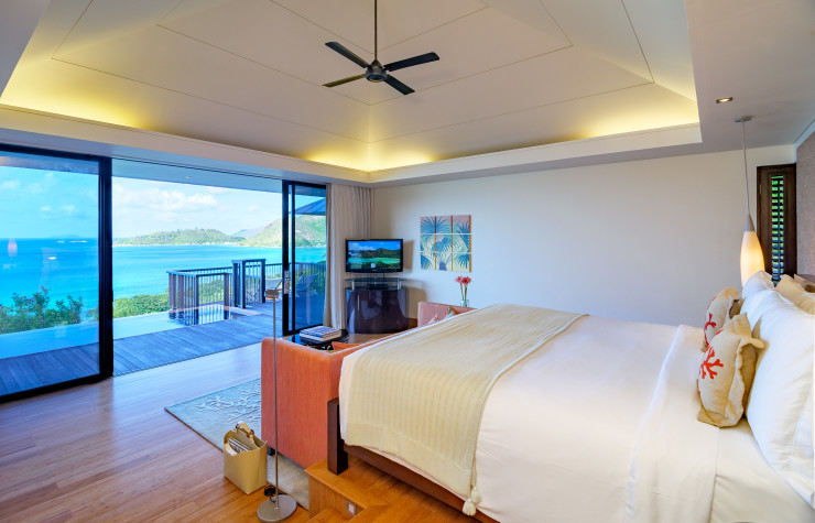 Raffles_Praslin_Panoramic_Bedroom