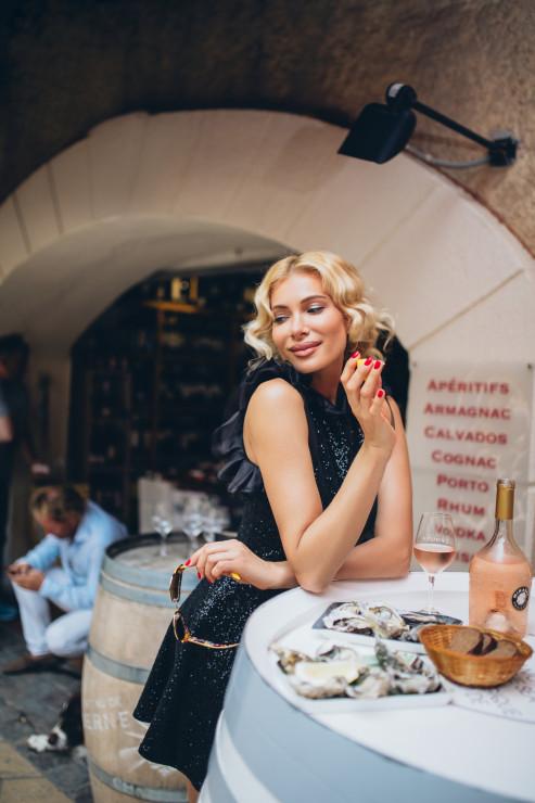 Платье Katerina Rutman Очки Dolce & Gabbana Локация: La Cave du Golfe, Ville de Saint-Tropez