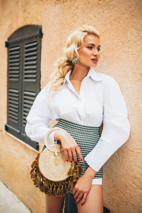 Рубашка и серьги – Bobkova Шорты The Coat by Katya Silchenko Сумка Lee Pfayfer Локация: Ville de Saint-Tropez
