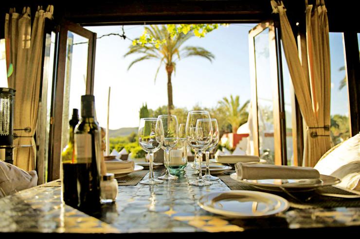 Ресторан Atzaro с пляжем