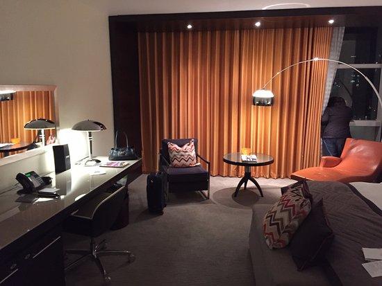 lowry-hotel-suite