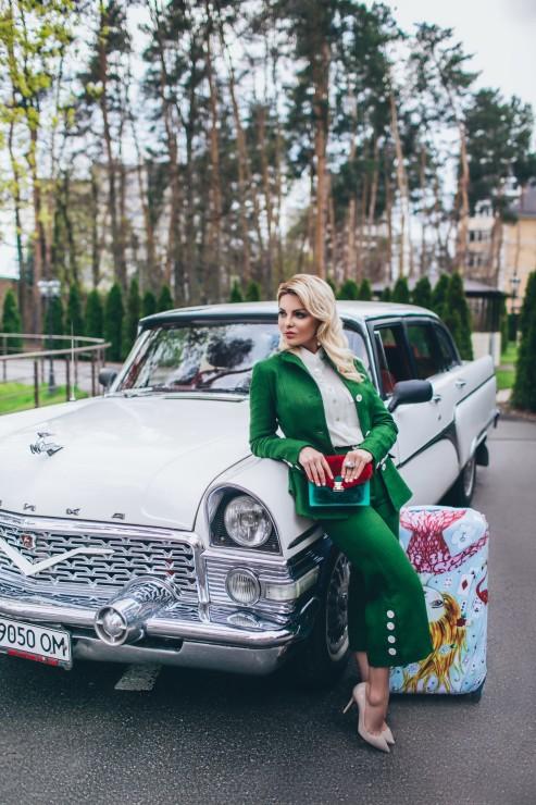 Рубашка Chloe, костюм Queens, украшения Mitus Jewerly, сумка Mitus bag