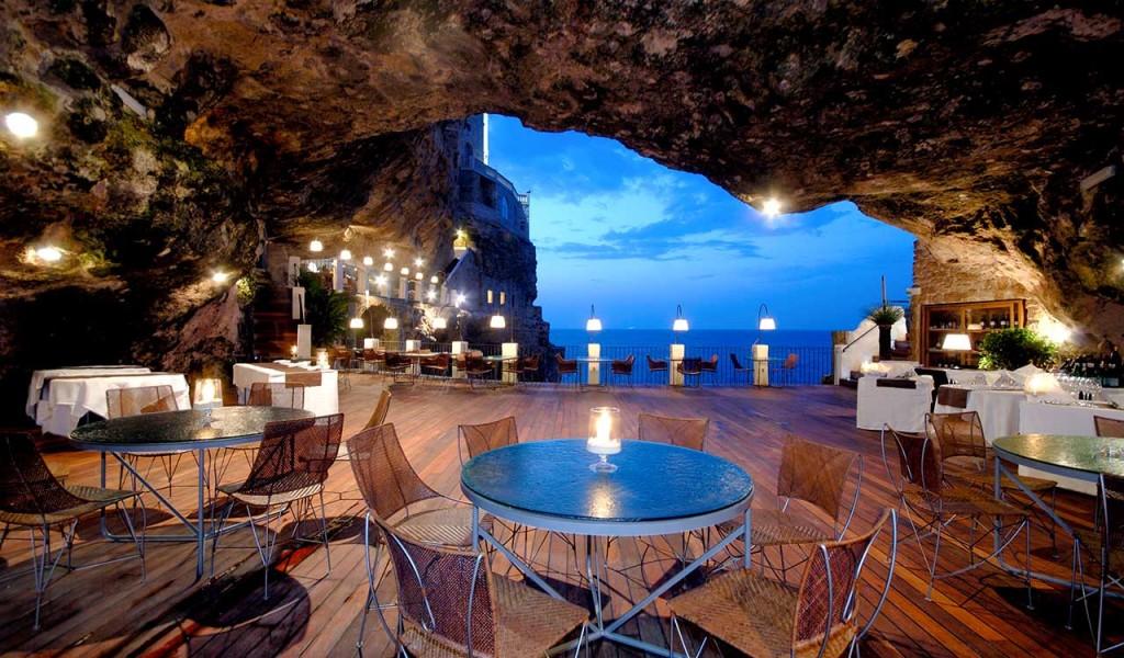 Grotta-Palazzese-tavolo-centrale