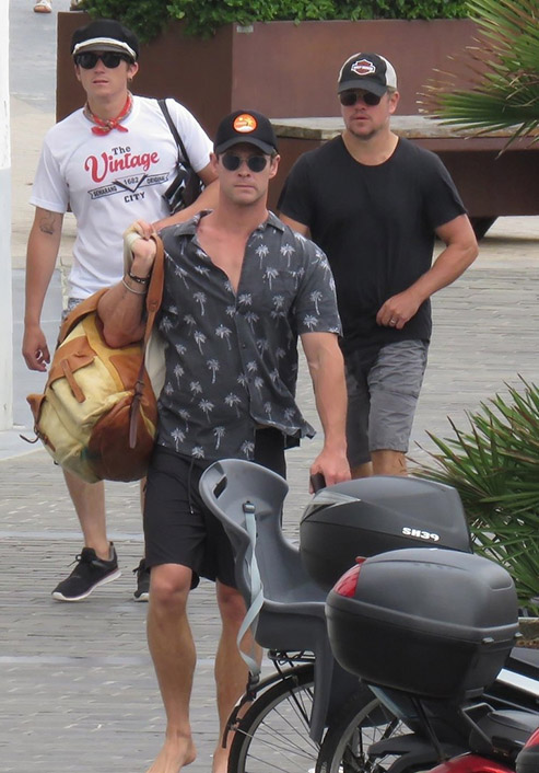 chris-hemsworth-matt-damon-vacation-in-spain-07