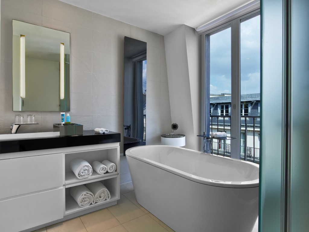 who3487gb-136587-WOW Suite - Bathroom