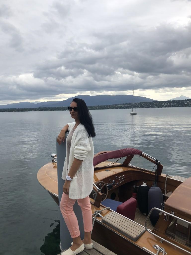 С пристани отеля La Réserve Genève Hotel, Spa and Villas каждый час отправляется судно в центр Женевы
