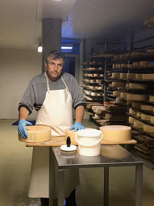 На Chäserenholz Alpine Farm вам предложат самому сделать сыр