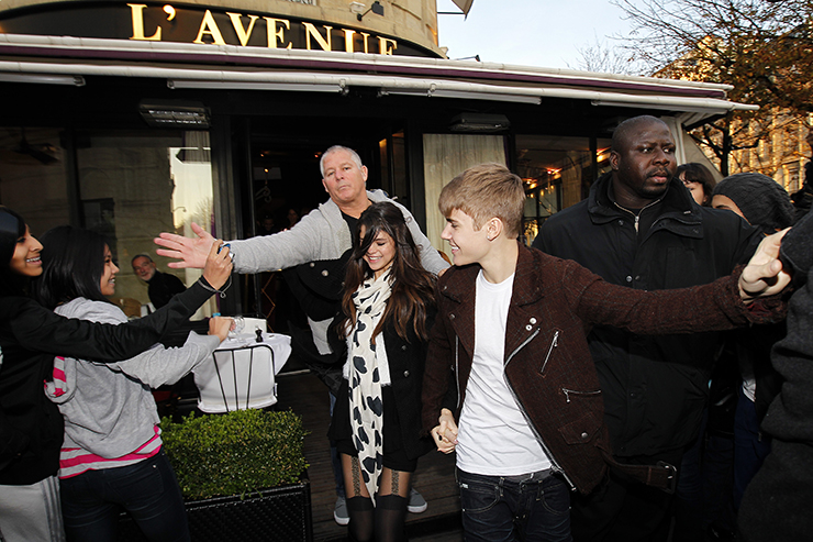 Justin Bieber and girlfriend Selena Gomez strolling in Paris.