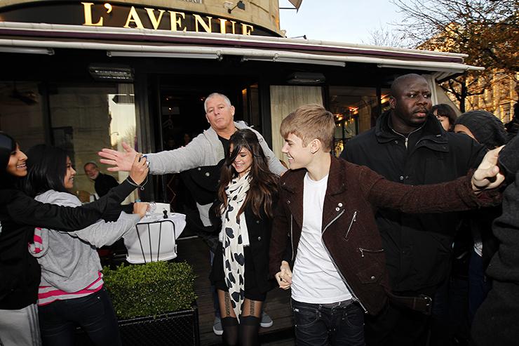 Justin Bieber and girlfriend Selena Gomez strolling in Paris.