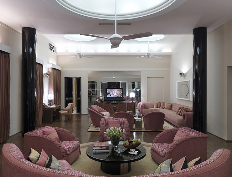 6223148-6393299-Incredible_The_hotel_includes_the_extravagant_Maharani_Suite_whi-a-81_1542286545381
