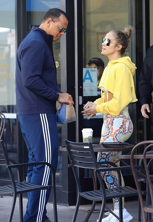 jennifer-lopez-alex-rodriguez-show-pda-during-lunch-date-03