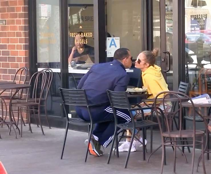 jennifer-lopez-alex-rodriguez-show-pda-during-lunch-date-05