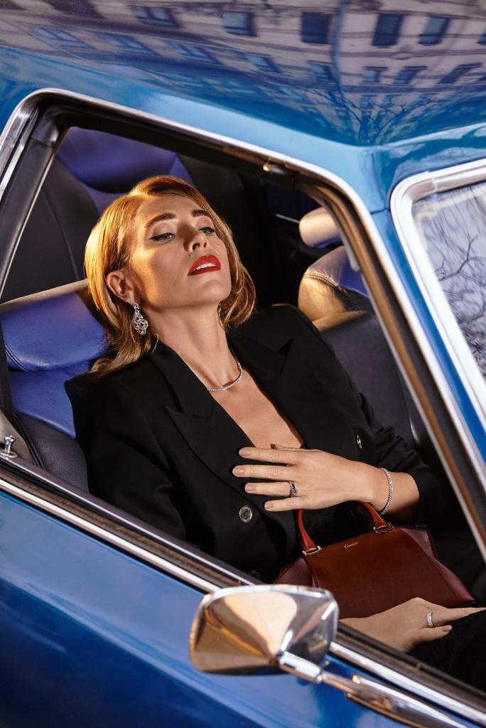 Платье Ermanno Scervino(DOMINO) Пиджак Alexandre Vauthier (DOMINO) сумка и украшения Cartier