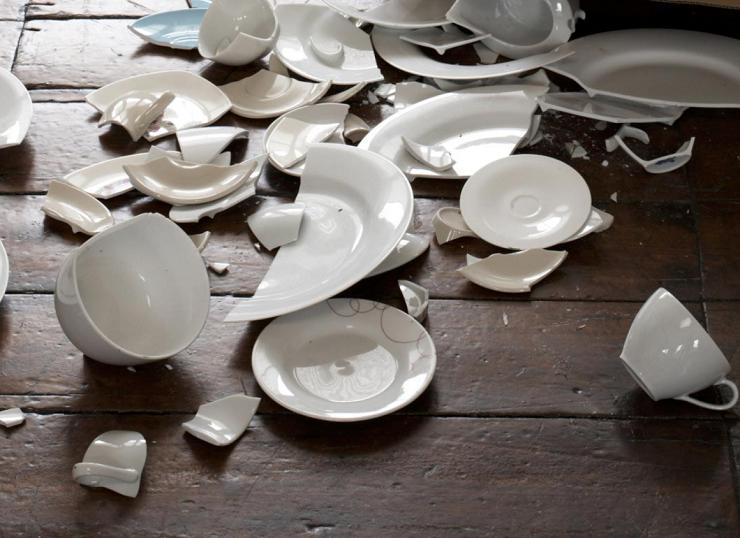 Битая посуда в Дании предвещает счастье в Новом году. Фото: vipezoterika.com