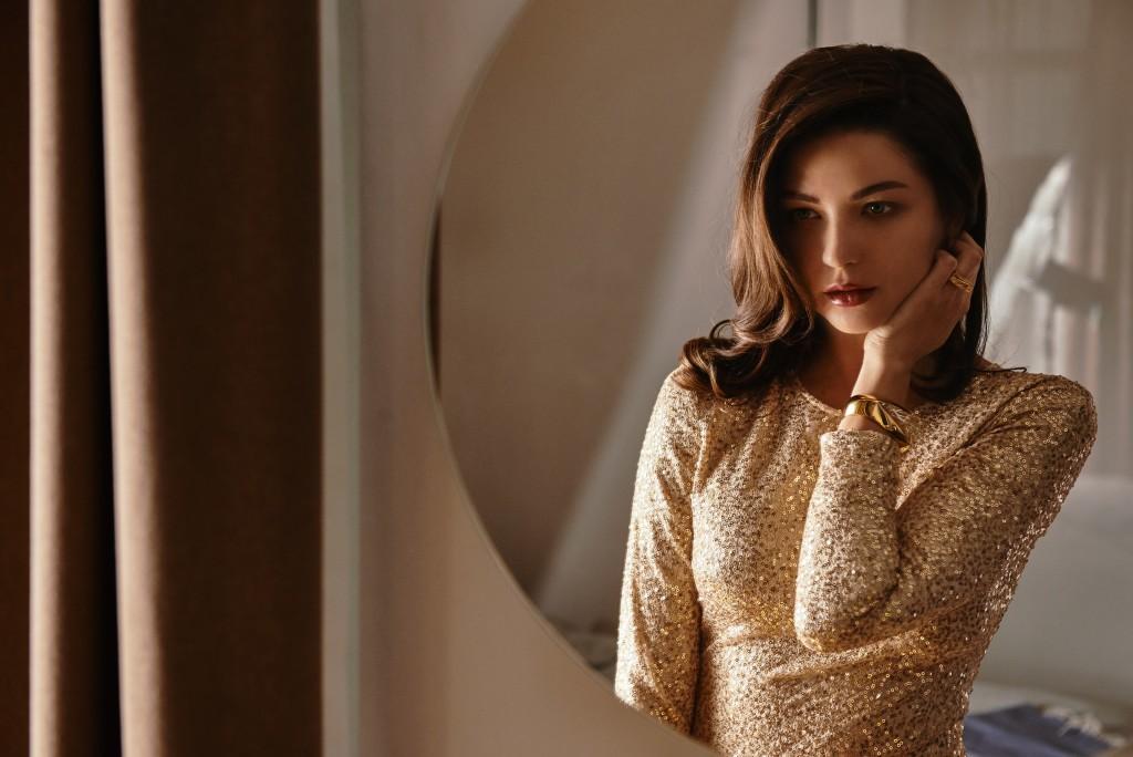 Платье IVA NEROLLI Браслет и кольцо Chloe Локация: Skyline Residences