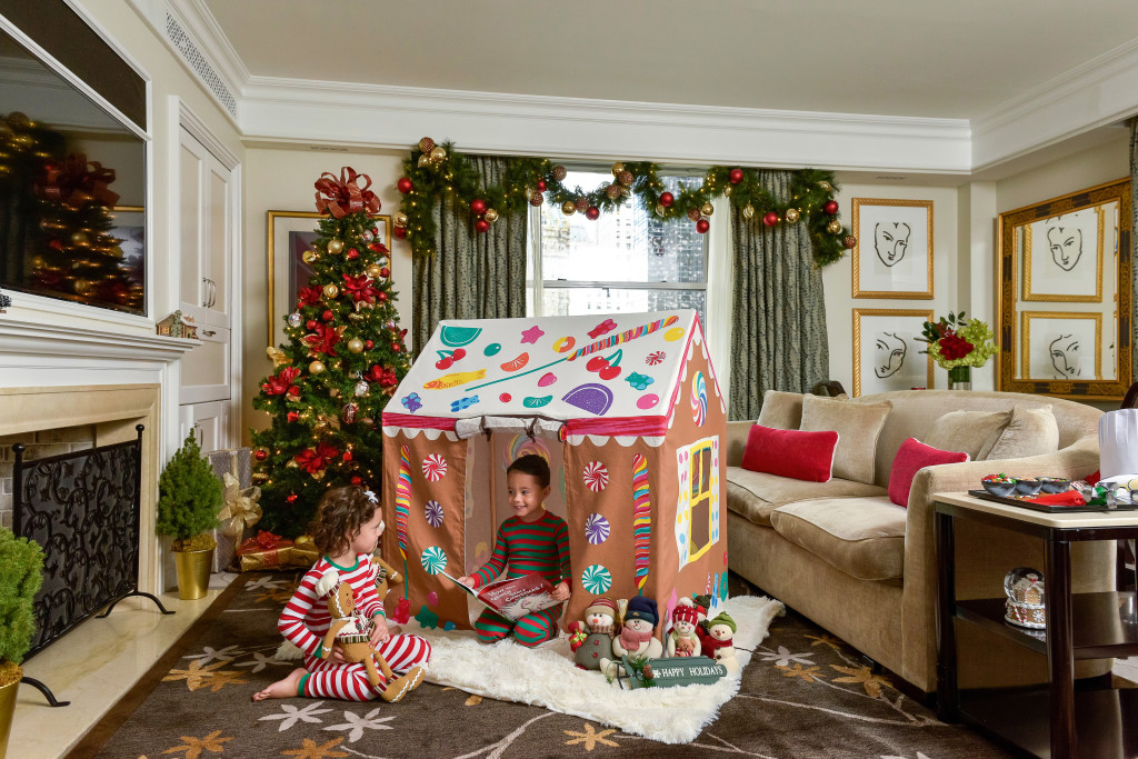 _PNY Holiday Gingerbread Playhouse