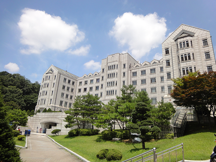 Yonsei_university_in_Seoul,_South_korea_05