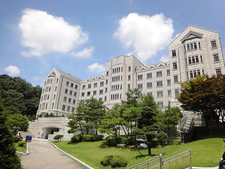 Yonsei_university_in_Seoul,_South_korea_05