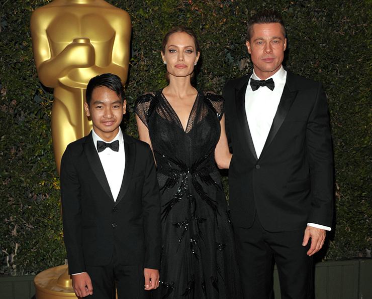 Анджелина Джоли с бывшим мужем Брэдом Питтом и сыном Мэддоксом
