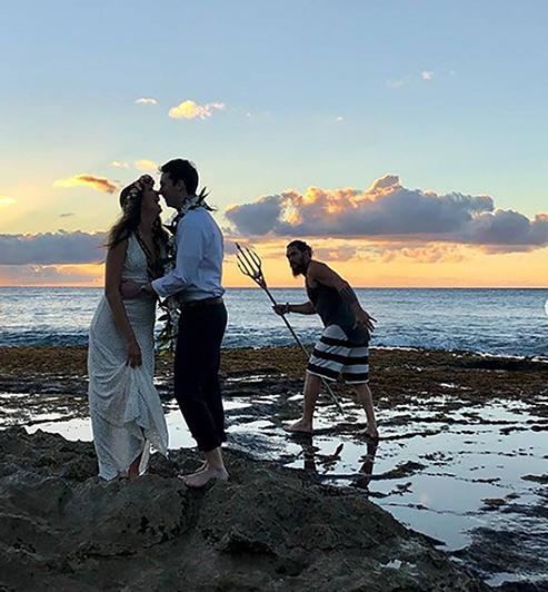 rs_1080x1166-181221151225-1080-jason-momoa-wedding-photo-crasher-aquaman-instagram-cc122118