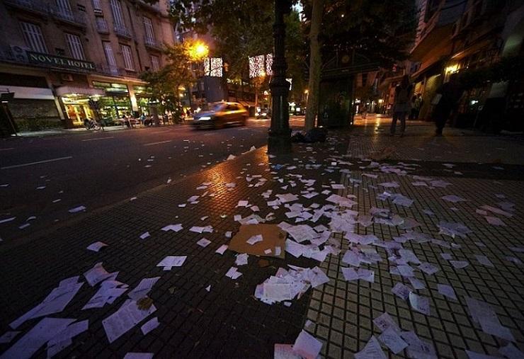 Аргентинцы «создают» оригинальный декор на новогодних улицах. Фото: vologda.kp.ru