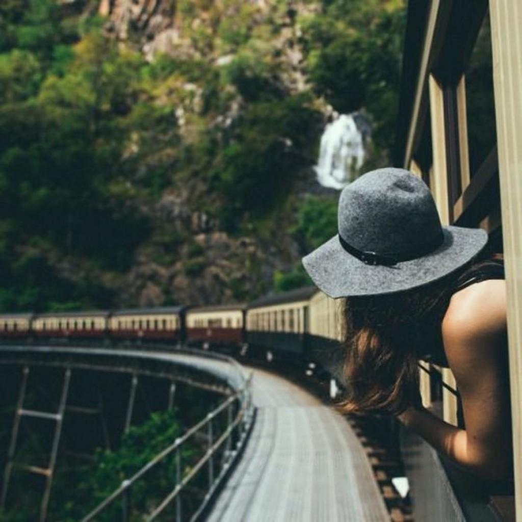 Книги Харуки Мураками вдохновляют на путешествия. Фото: Pinterest.