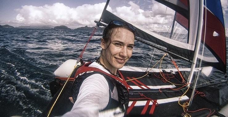 В море Лаура Деккер чувствует себя уютнее, чем на суше. Фото: minicatamaran.eu
