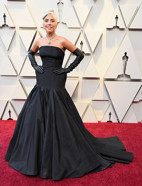 10231298-6740611-Breathtaking_Lady_Gaga_had_all_the_sparkle_she_needed_The_A_Star-m-226_1551057221574