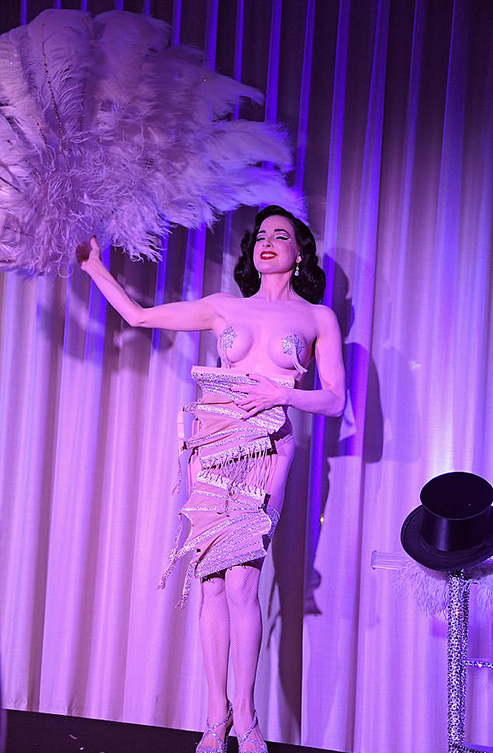 9552532-6681943-Performance_The_beauty_brought_out_a_large_feathered_fan_as_she_-a-7_1549623153440
