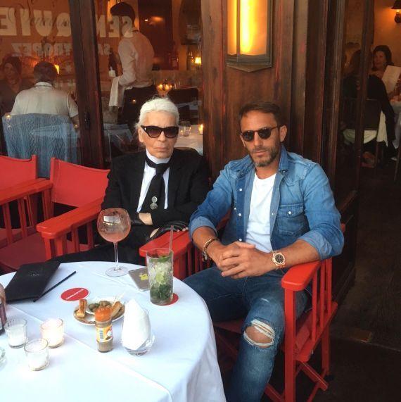 Карл Лагерфельд в ресторане Senequier в Сен-Тропе. Фото: karl.com.