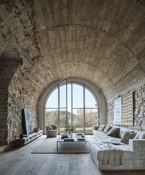 the-17th-century-farmhouse-is-made-entirely-of-natural-stone