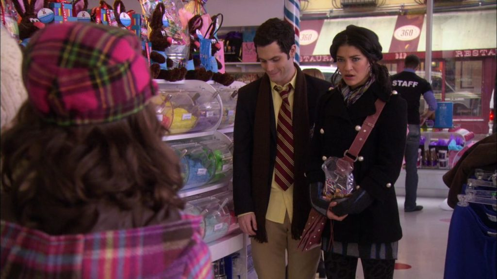 "Подмечено ""Сплетницей"": Дэн и Ванесса в Dylan's Candy Bar"