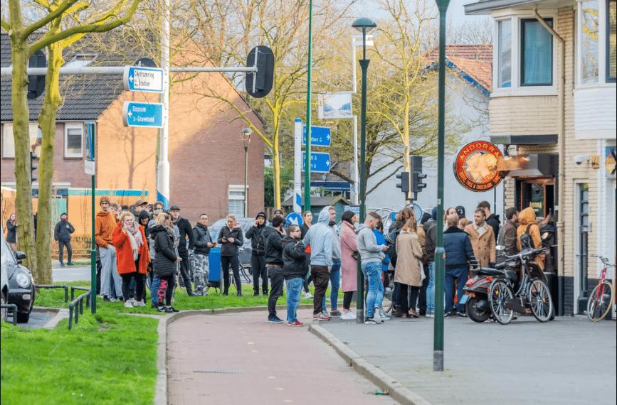 В Амстердаме накануне карантина выстроились очереди в кофешопы за марихуаной
