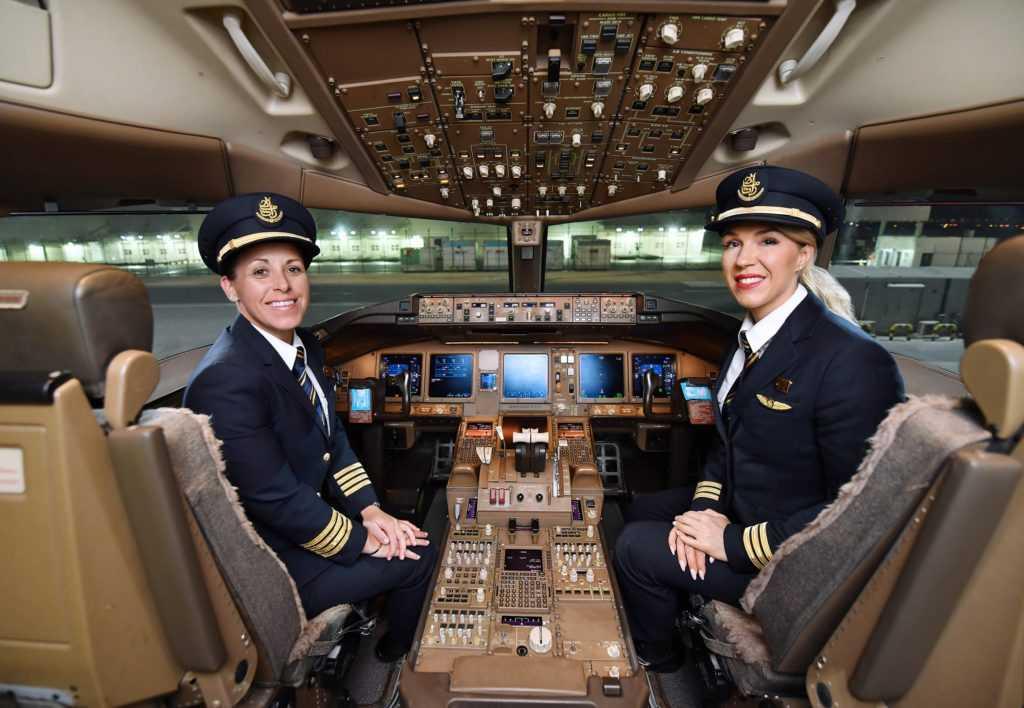 Женщины-пилоты Emirates: капитан Эллен Роз и первый офицер Хайди МакДиармид