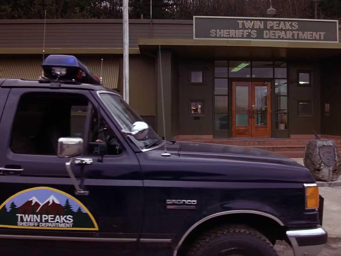 """Полицейский участок в """"Твин Пикс"""" - это школа экстремального вождения в реальности"""