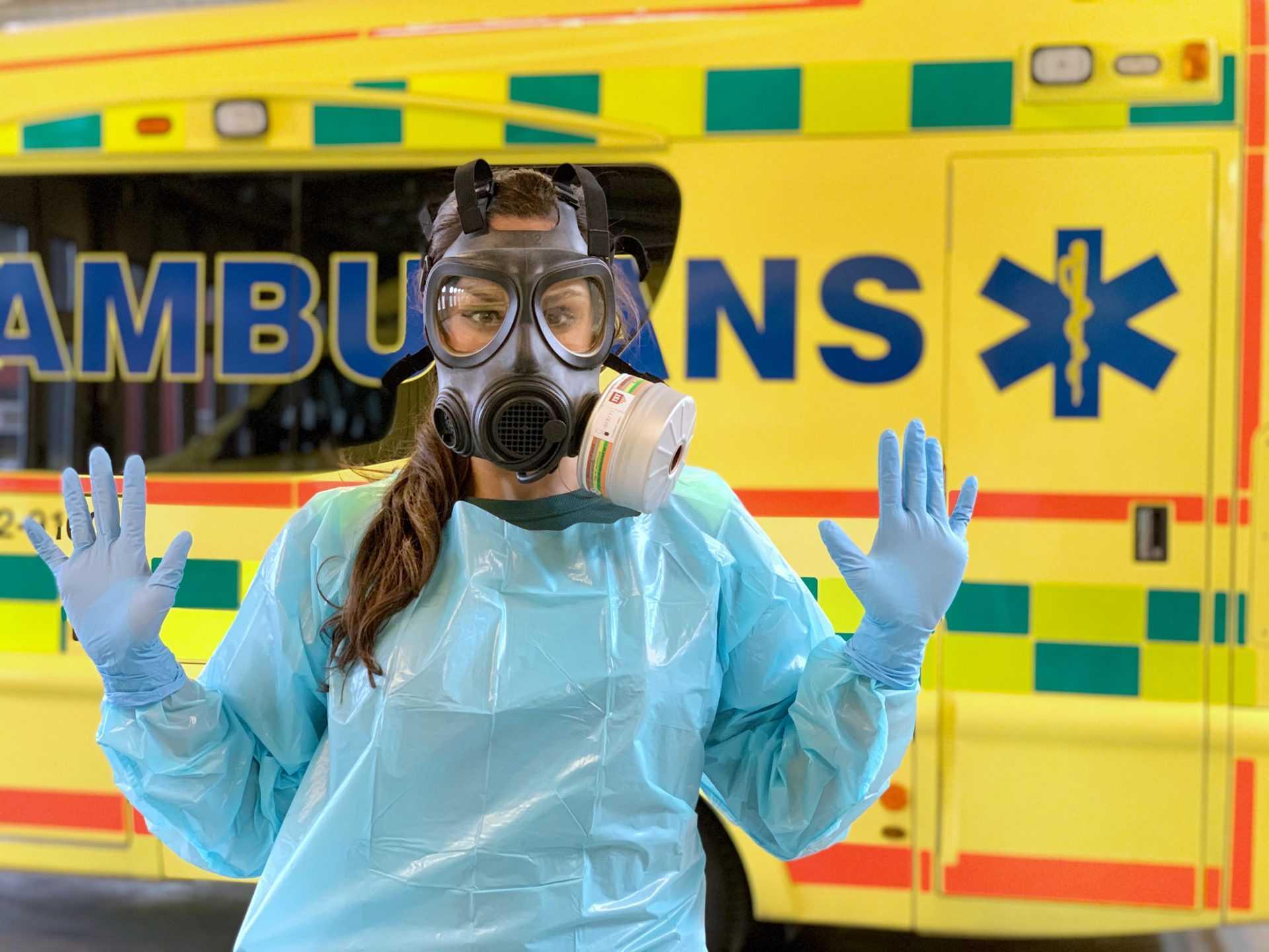 Коронавирус Швеция - медсестра скорой помощи