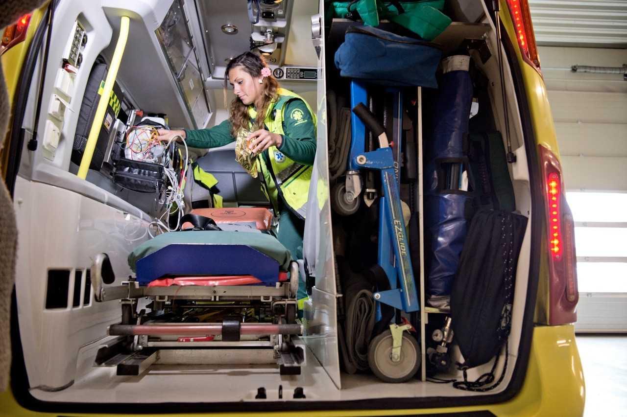 Швеция коронавирус - медсестра скорой помощи