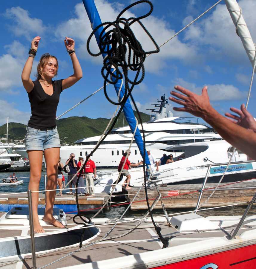 В 13 лет Лаура решила отправиться в кругосветное путешествие на своей яхте «Гуппи»