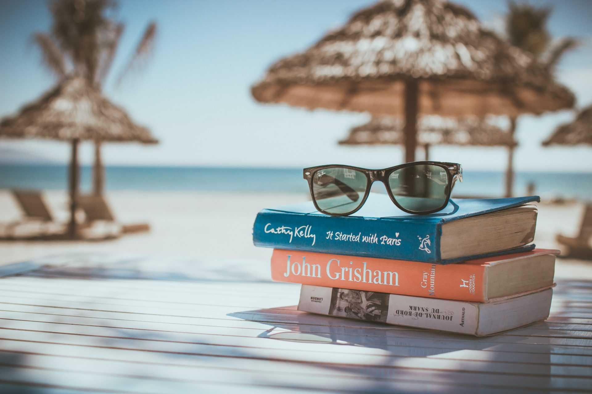 Отпуск 2020 - книги на пляже