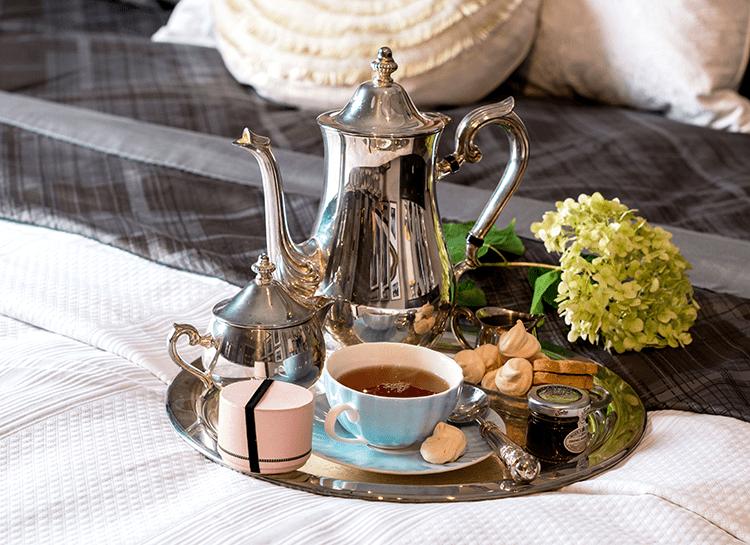 Черный чай королева пьет, вопреки английской традиции, в чистом виде – без молока