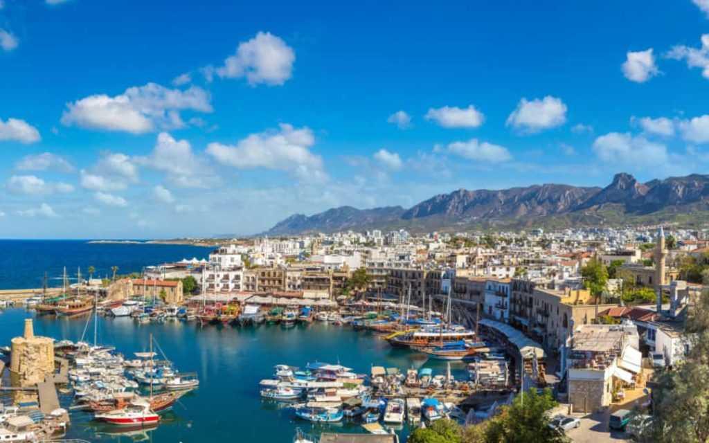 На Кипре восстанавливают авиасообщение