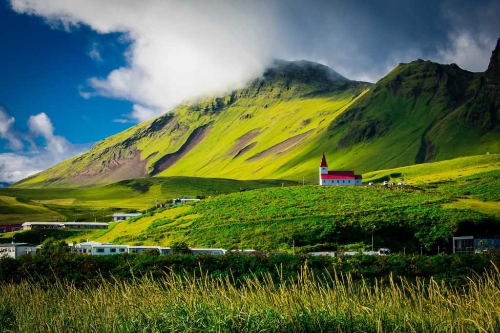 Исландия открывает свои границы