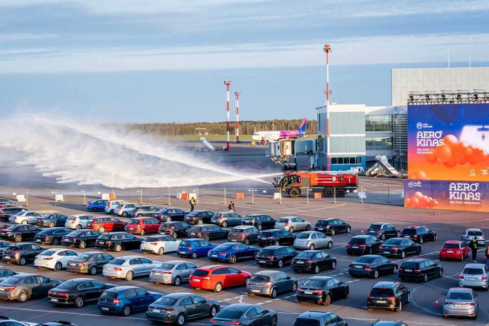 Аэропорт Вильнюс организовал автокинотеатр