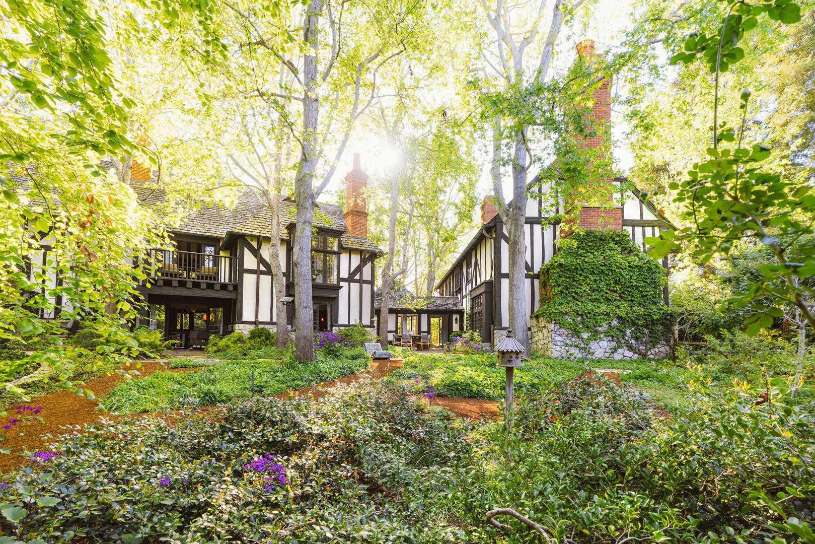 Как выглядит дом Арианы Гранде