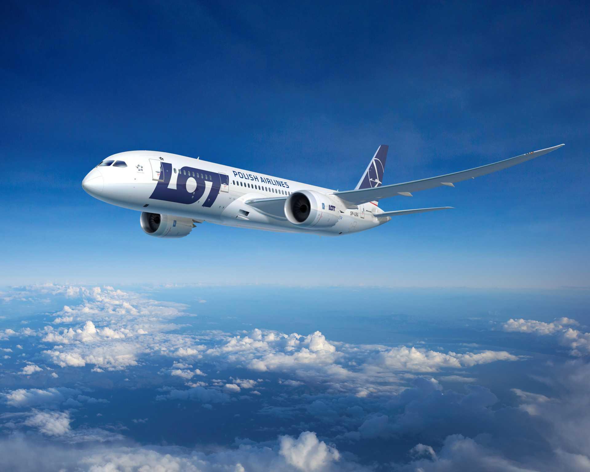LOT возобновляет международные рейсы